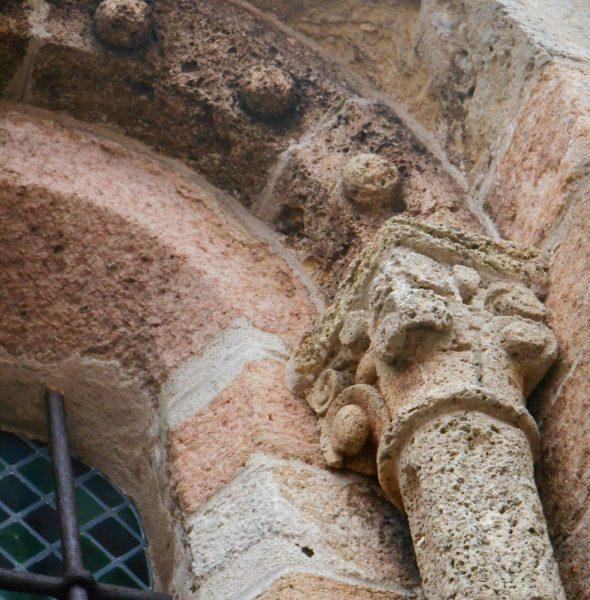 Coustouges, portalada romànica excepcional a tocar de la frontera. Visita guiada en català